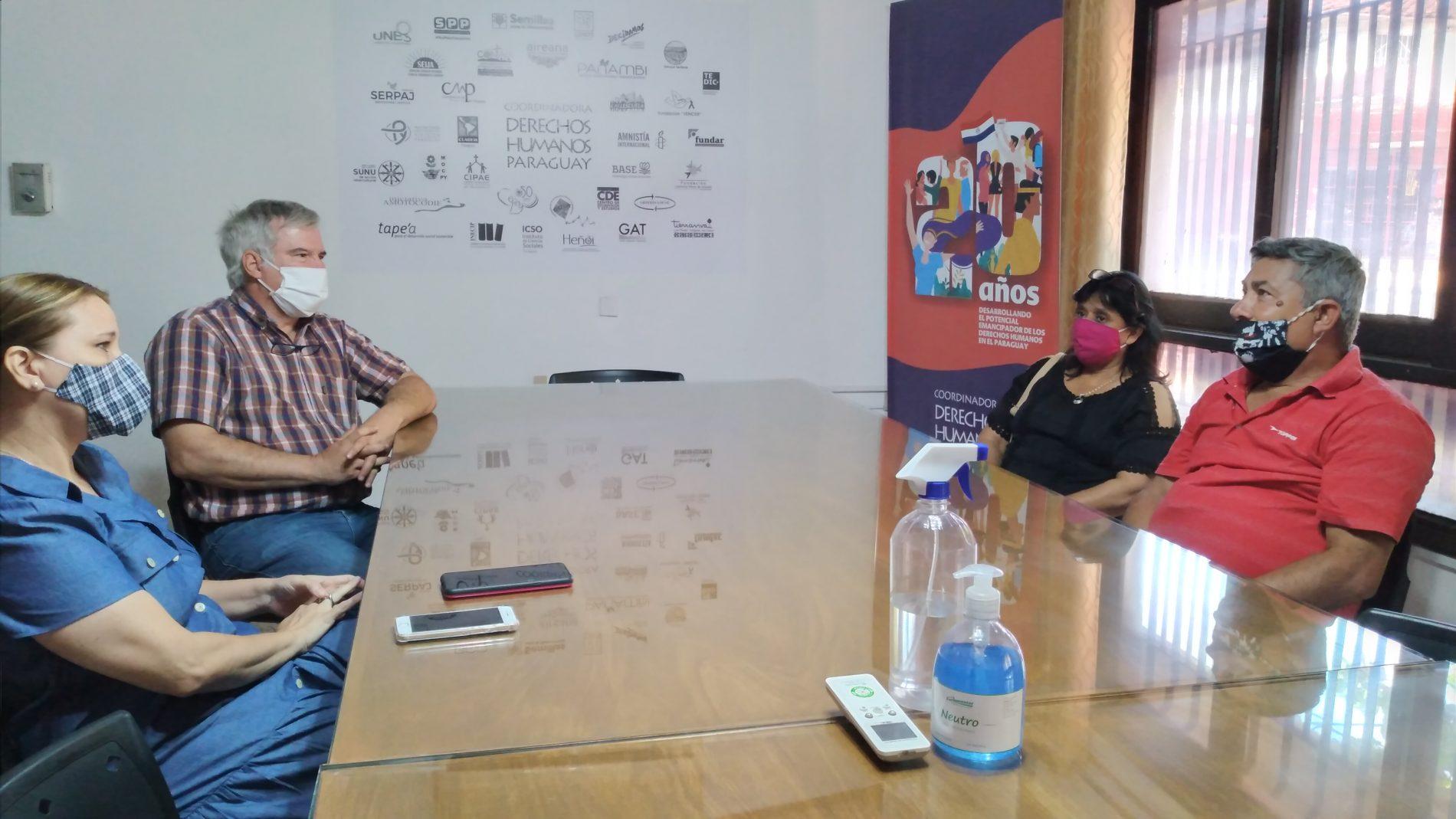Norma Ramírez y Lidio Presentado (derecha) reunidos con representantes de la Codehupy.