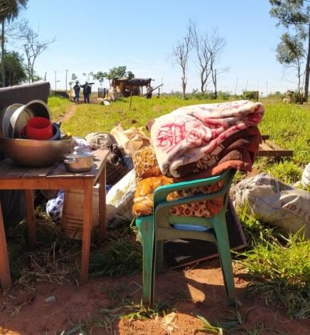 Familias desalojadas de Colonia Yvypé Sexta Línea exigen informe al Indert